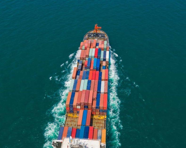Ship tracking (AIS)